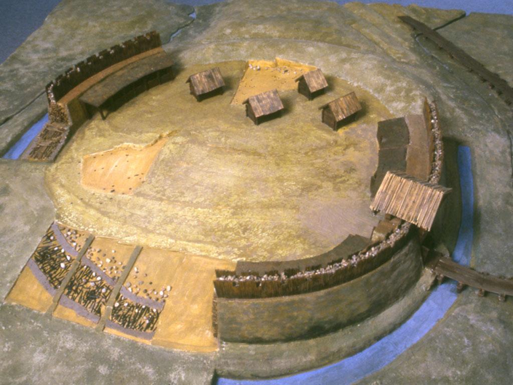 Kleines Modell vom Burgwall Hollenstedt